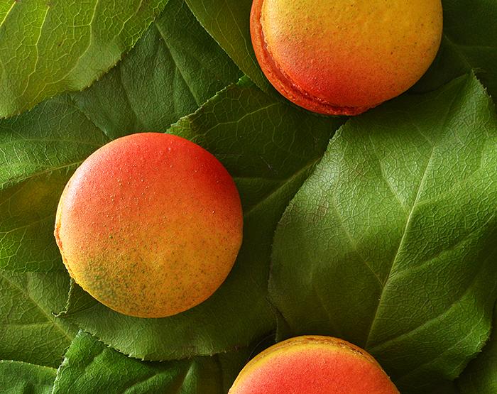 mango macaron