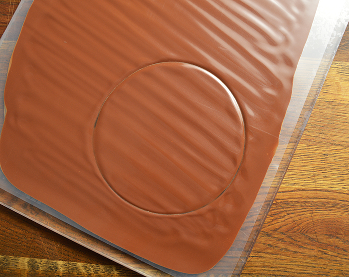 chocolate decor: glossy plaques