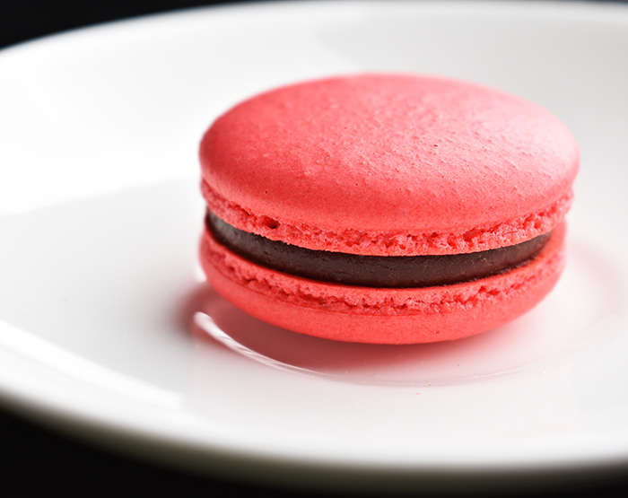 video recipe: raspberry chocolate macaron
